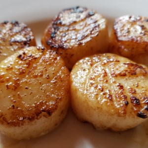 Easy Garlic-Lemon Scallops Recipe and Video - Scallops sauteed in butter and garlic will melt in your mouth. Lemon juice gives it a nice kick.