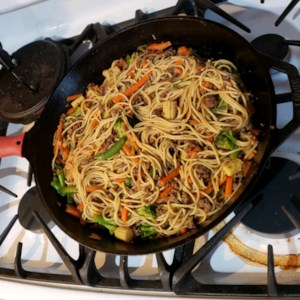 Ground Beef Lo Mein Recipe - Ground beef lo mein is an easy, budget-friendly stir-fry dinner with ground beef and vegetables cooked in an Asian-flavored sauce.