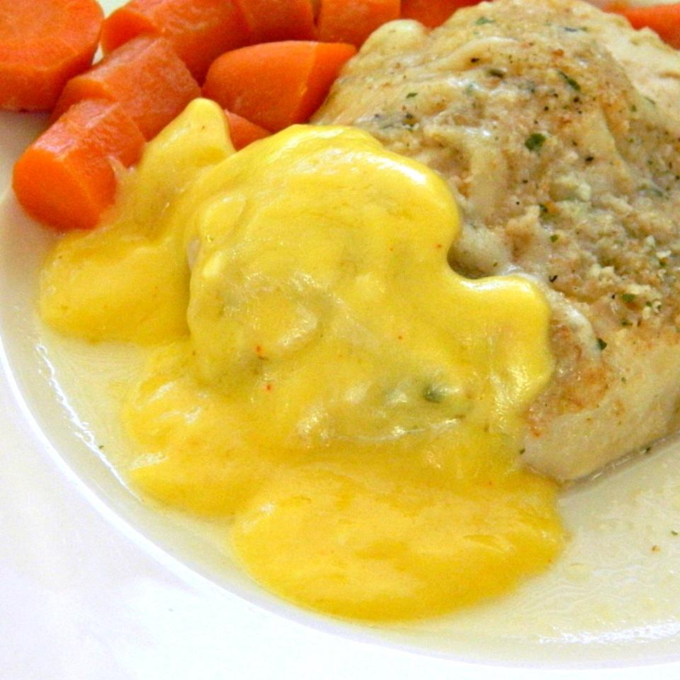 Easy, Tangy Hollandaise Sauce