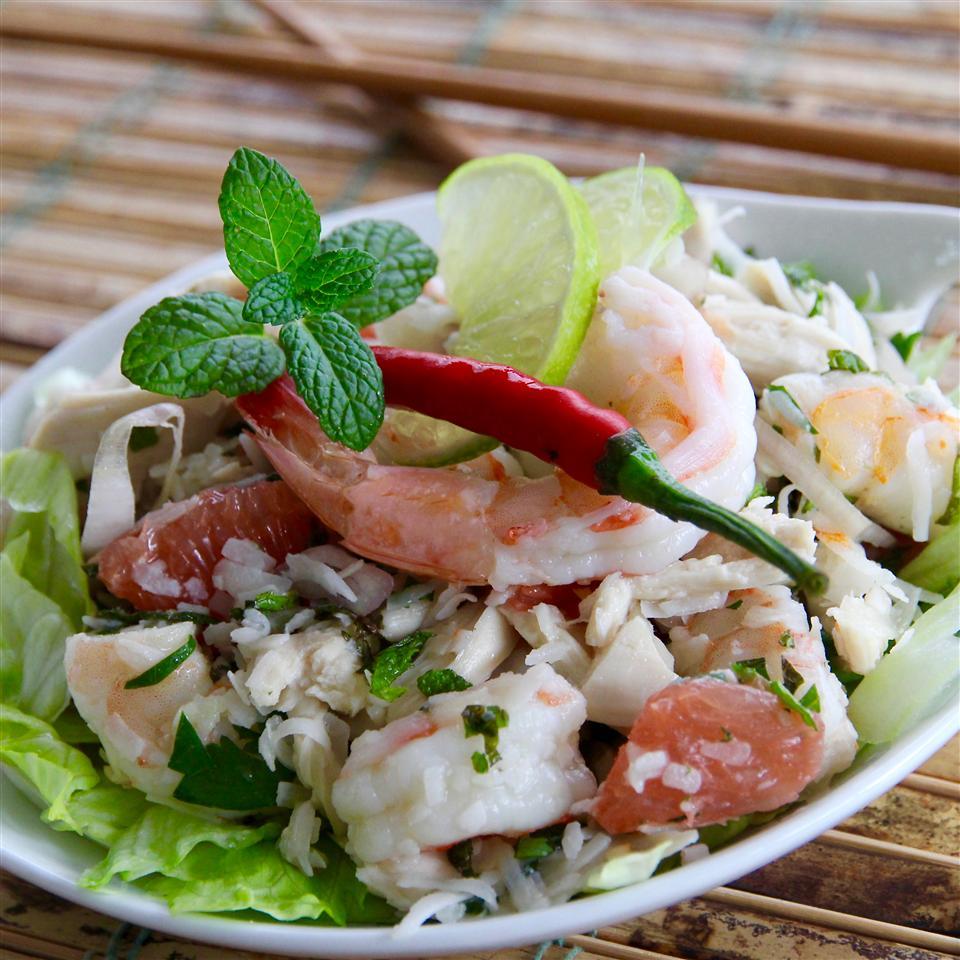 Thai Shrimp, Chicken, Grapefruit, and Coconut Salad NUKA1