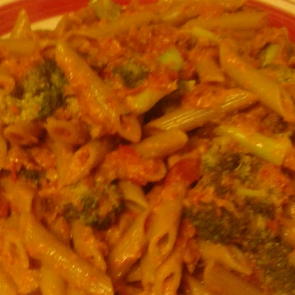 Penne with Red Pepper Sauce and Broccoli Toni916