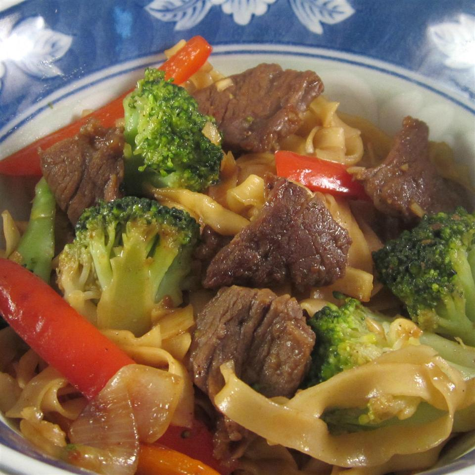 Spicy Beef and Broccoli Chow Mein