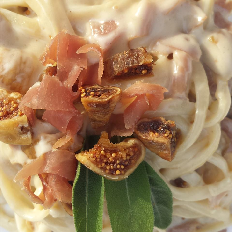 Fettuccine Alfredo with Figs and Prosciutto