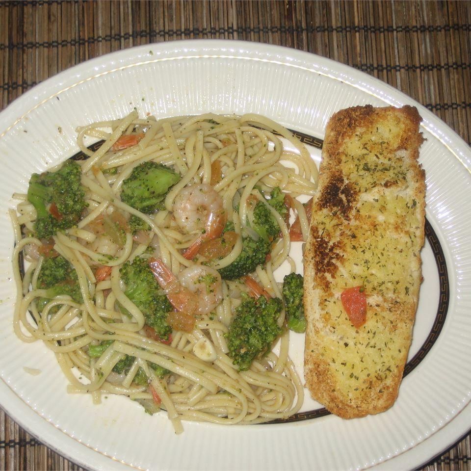 Kahala's Shrimp and Broccoli Toss rob