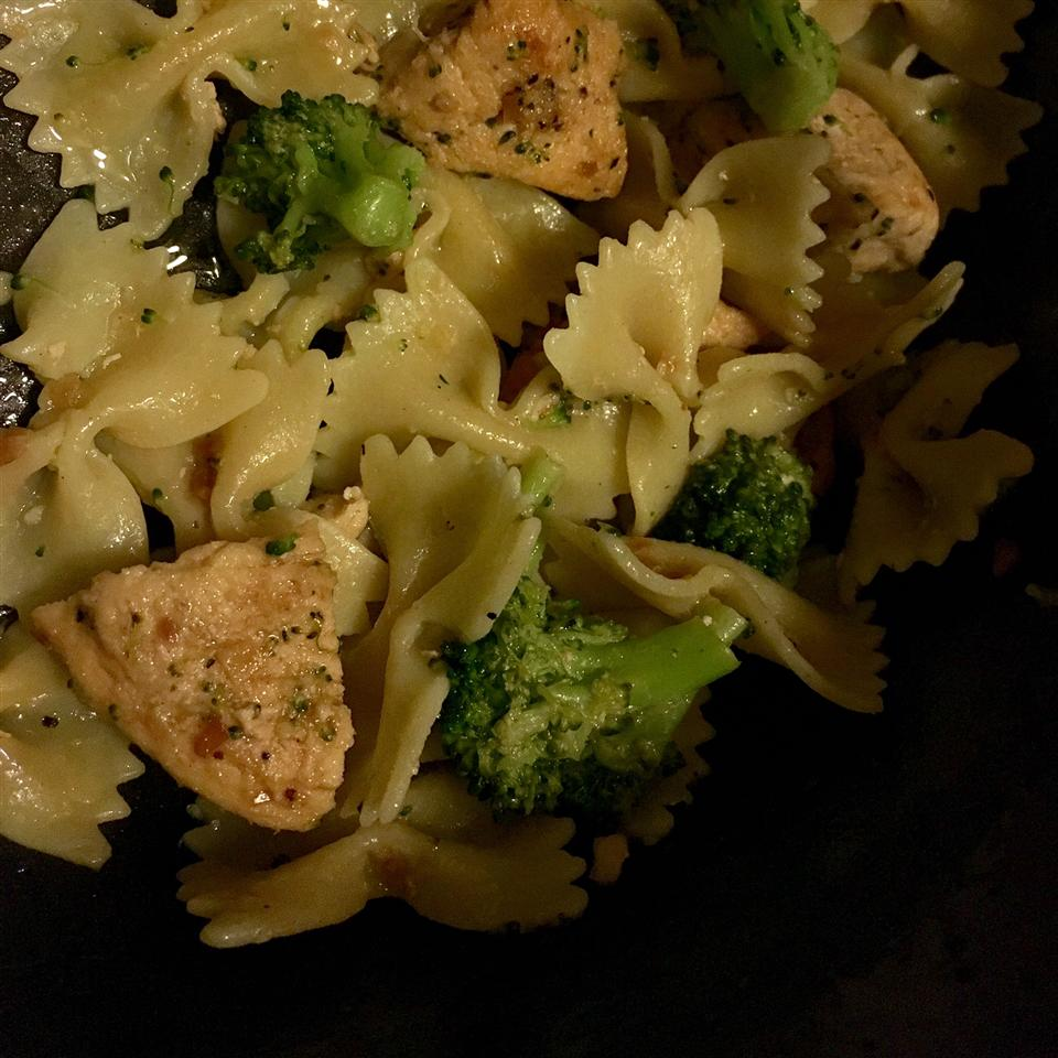 Bow Tie Pasta with Broccoli, Garlic, and Lemon