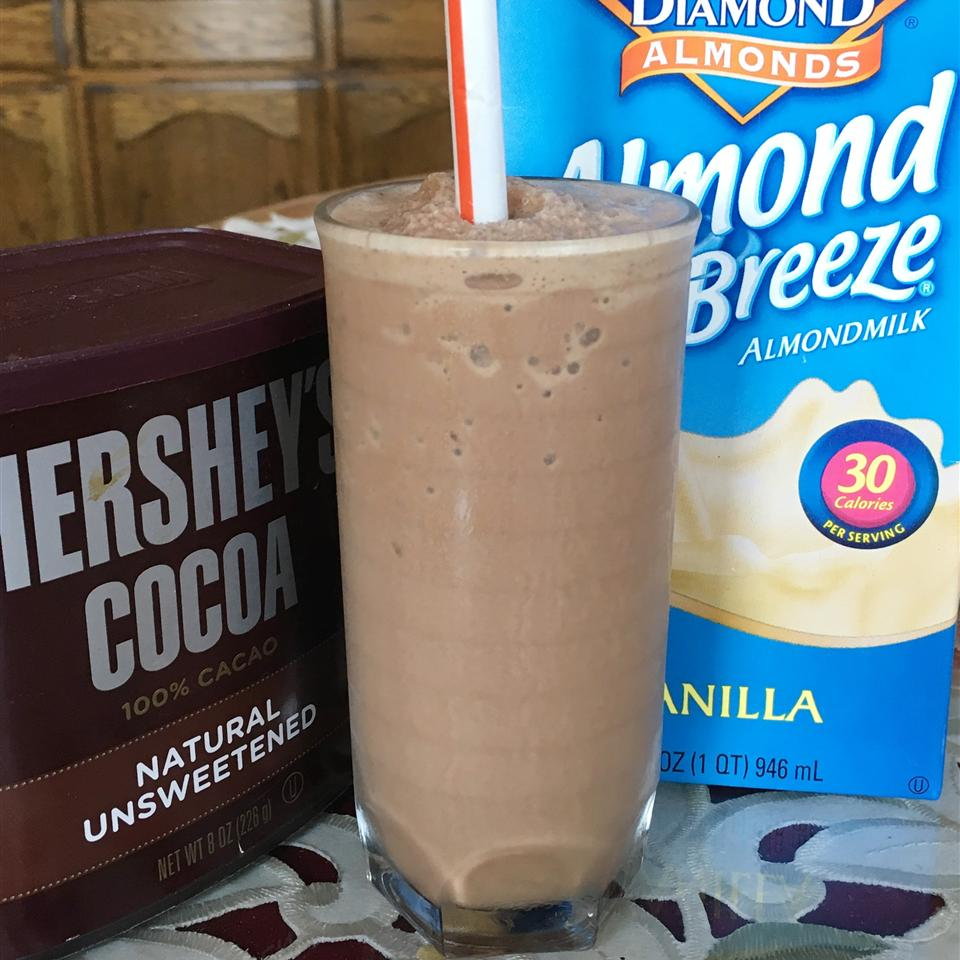 Low-Carb Chocolate Peanut Butter Smoothie Yoly
