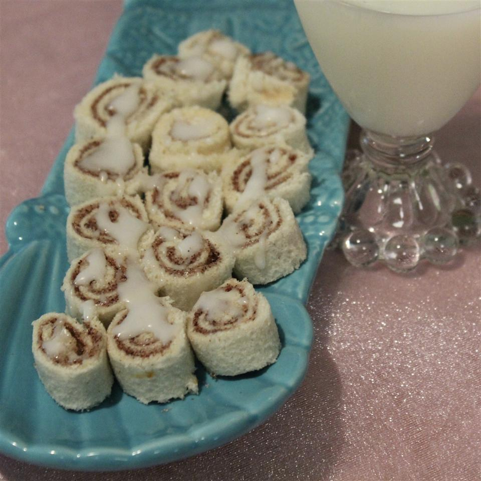Yummy No-Bake Cinnamon Rolls for Kids
