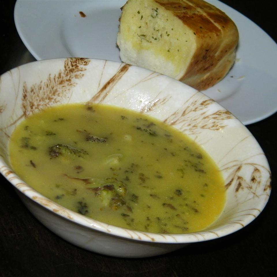 Irresistible Broccoli Cheese Soup