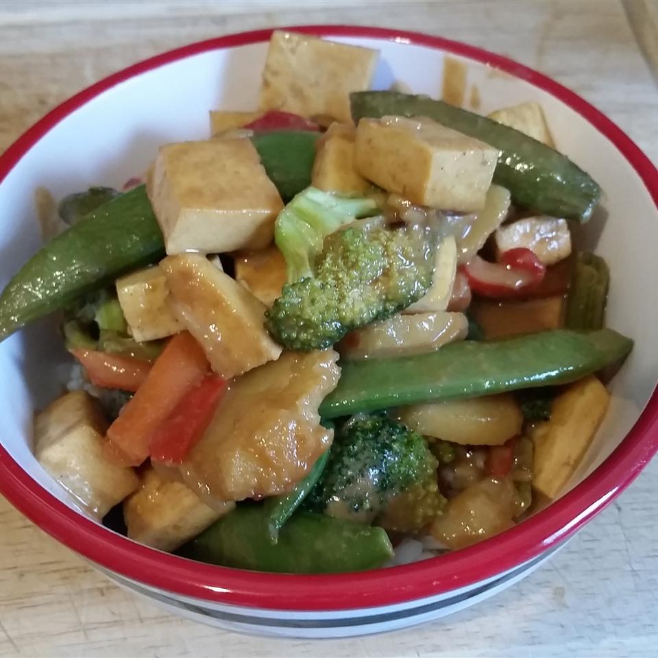 Tofu and Veggies in Peanut Sauce