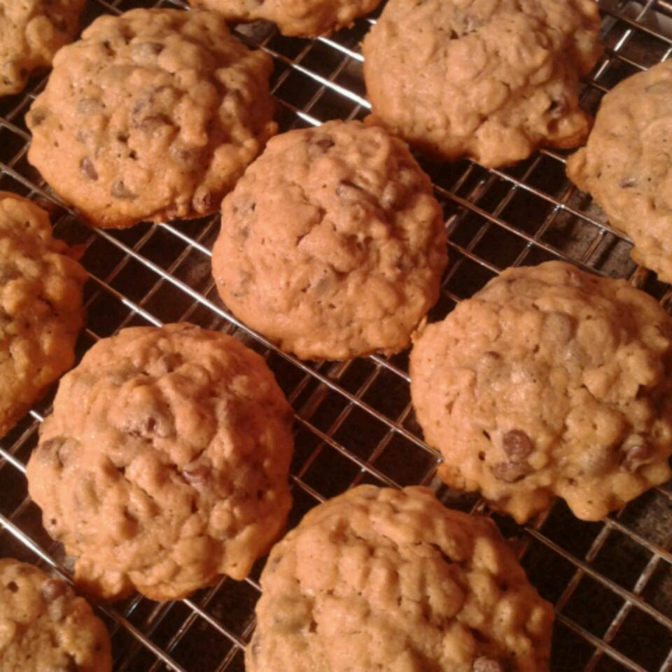 Oatmeal Peanut Butter and Chocolate Chip Cookies_image