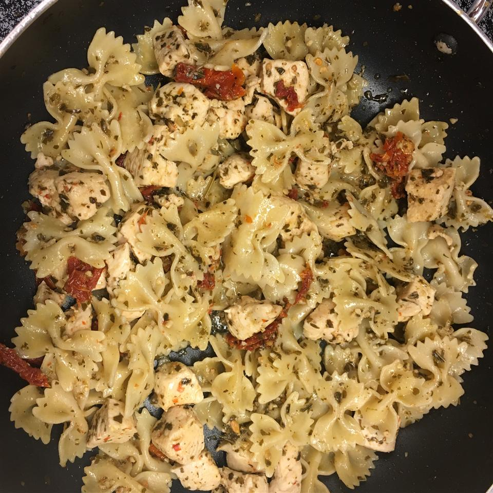 Pesto Pasta with Chicken ajadegb