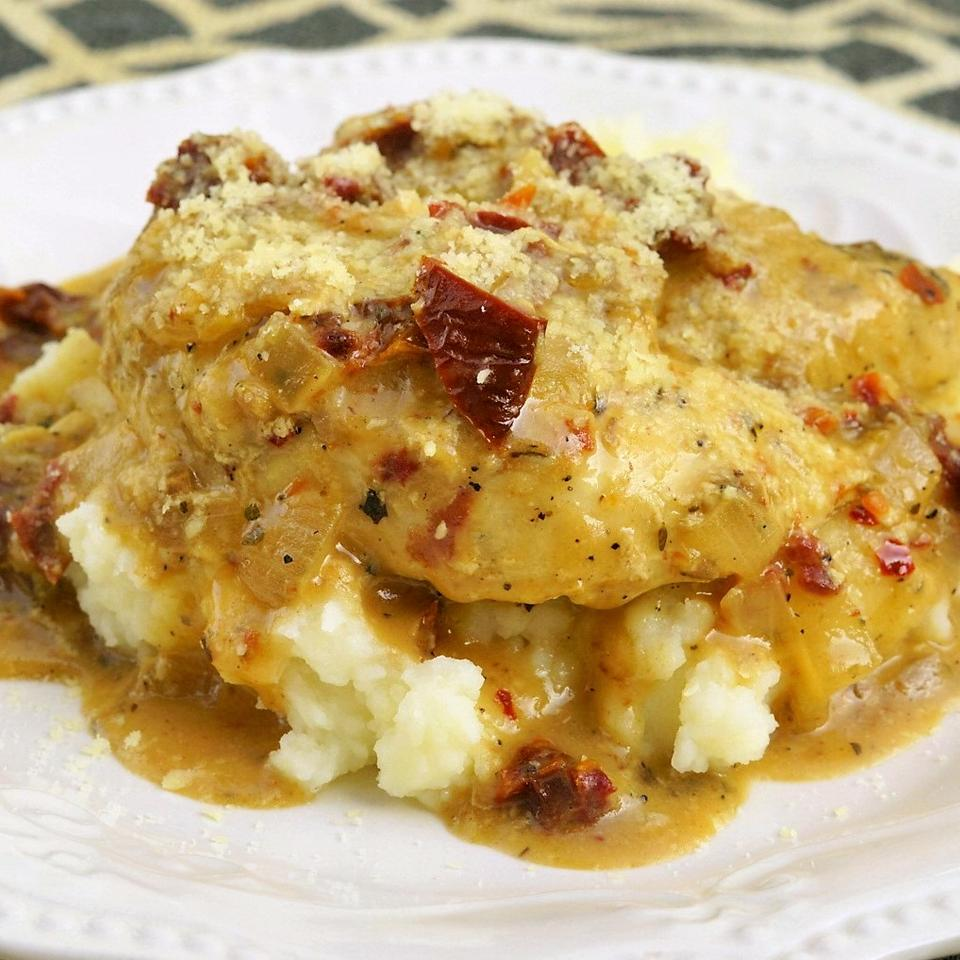Easy Creamy Chicken in a Sun-Dried Tomato Wine Sauce Idahoan