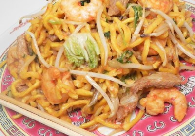 Fried Spicy Noodles Singapore Style