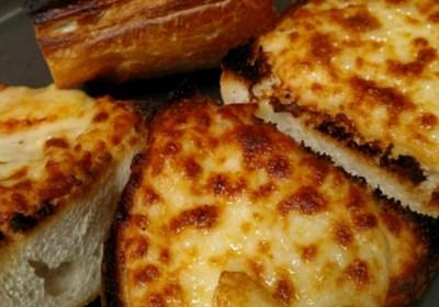 Stef's Super Cheesy Garlic Bread