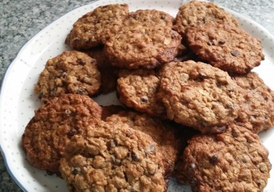 Vegan Chocolate Chip, Oatmeal, and Nut Cookies