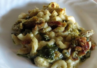 Spinach Power Pesto Macaroni and Cheese