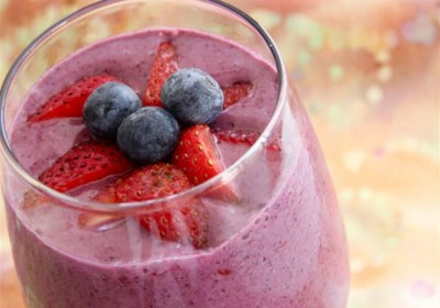 Strawberry and Blueberry Oatmeal Health Shake