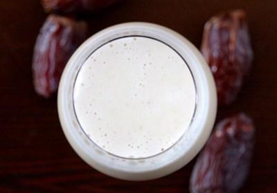 Homemade Naturally Sweetened Almond Milk