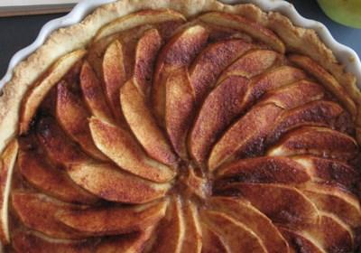 French Apple Tart (Tarte de Pommes a la Normande)