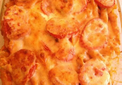 Easy Vegetarian Pasta Bake with Tomatoes and Cream Sauce