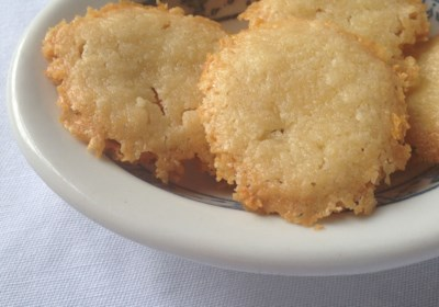 Homemade Brazilian Cheese Crackers (Sequilhos de Queijo)