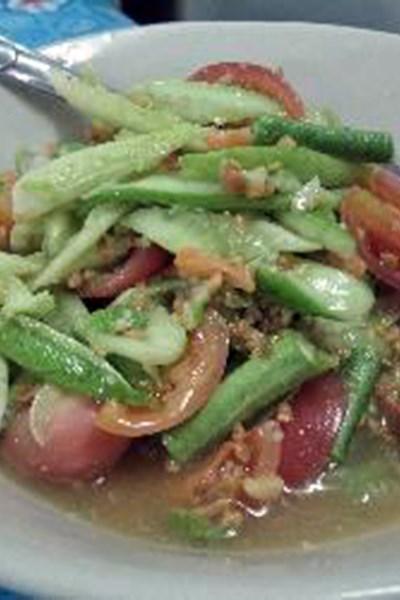 Yam Taeng (Spicy Cucumber Salad)