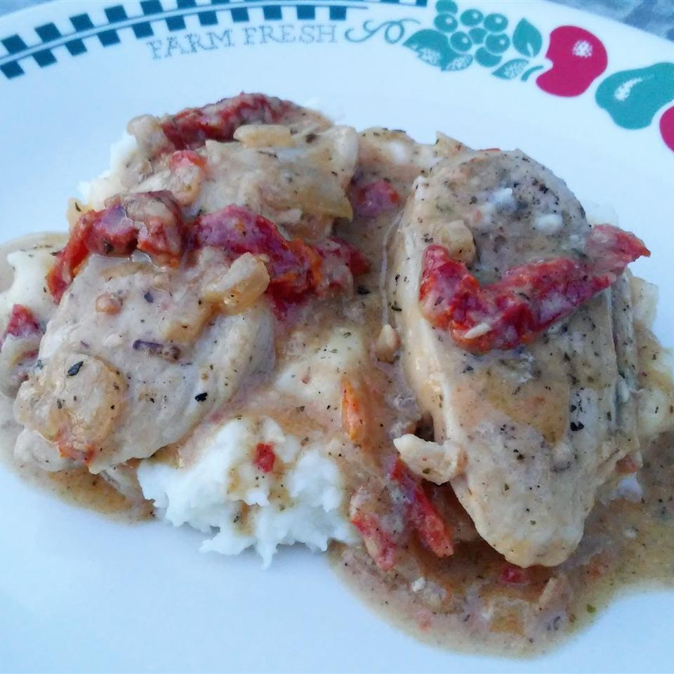 Easy Creamy Chicken in a Sun-Dried Tomato Wine Sauce Tammy Lynn