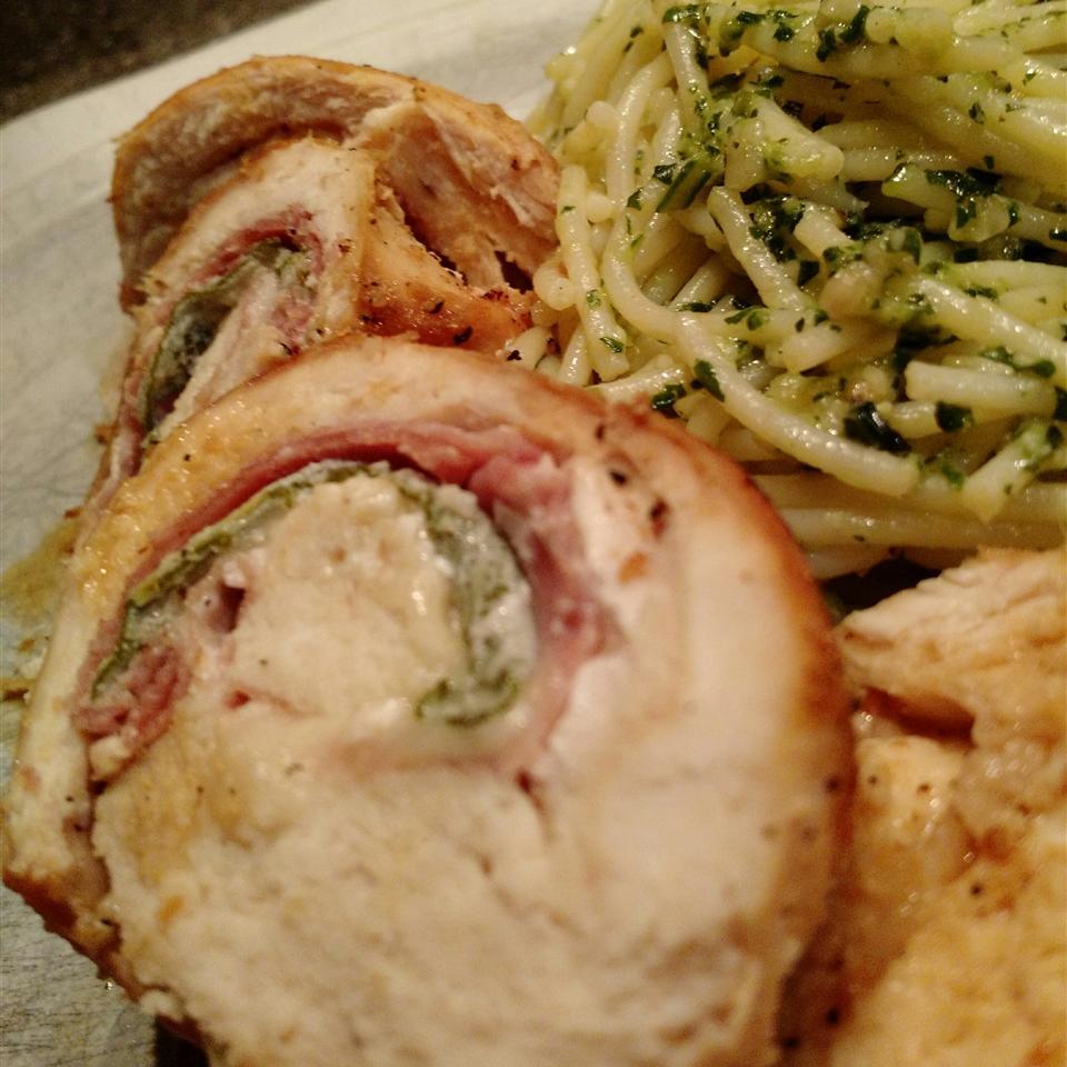Saltimbocca di Pollo alla Romana (Prosciutto-Stuffed Chicken Breast Roulades) SZYQ1