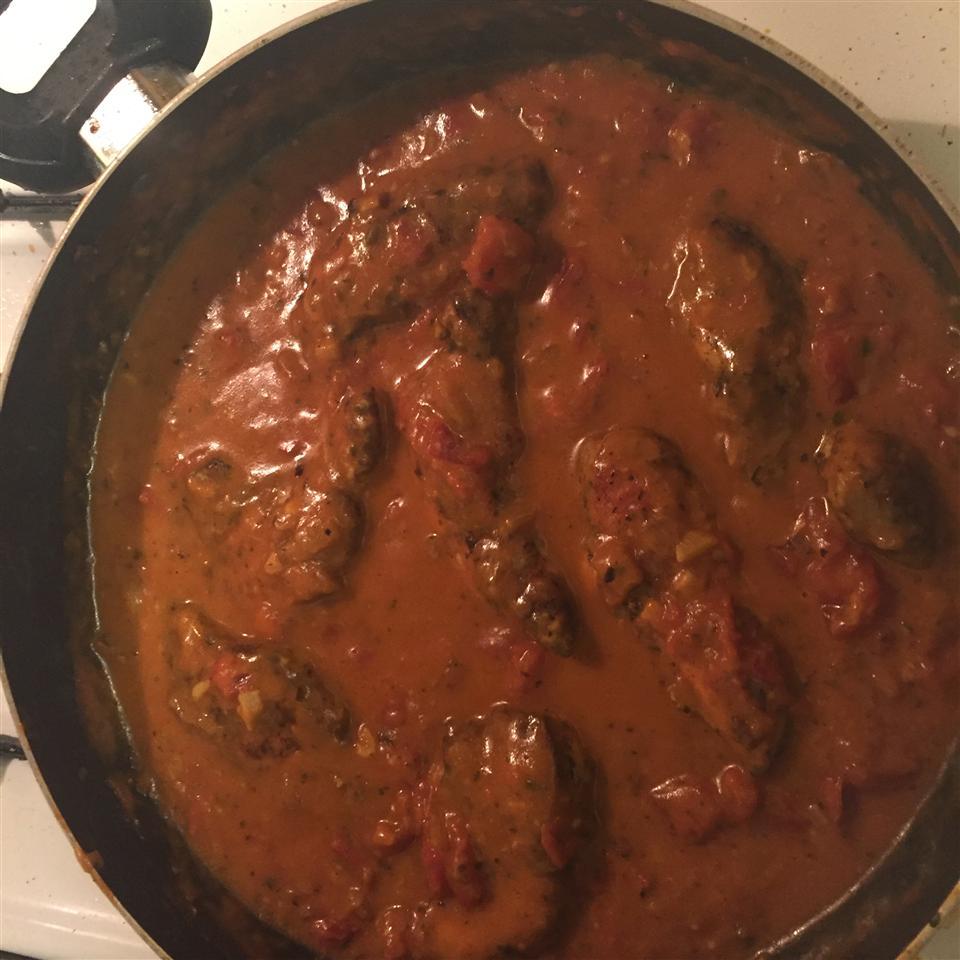 Easy Creamy Chicken in a Sun-Dried Tomato Wine Sauce