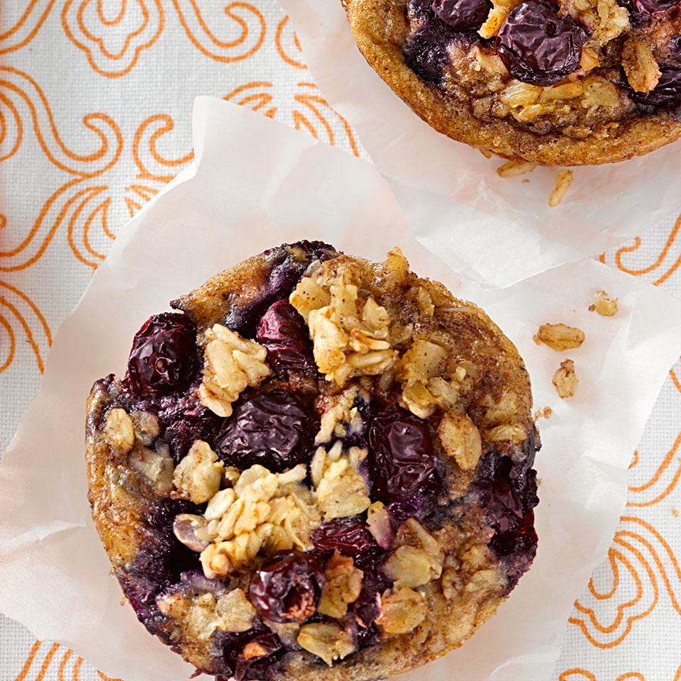 This oatmeal-meets-muffin-tin cake recipe is perfect for having a healthy breakfast available on busy weekdays. Make a batch on the weekend and keep them in your freezer. For a grab-and-go breakfast, reheat the oatmeal cakes in the microwave for about 40 seconds.