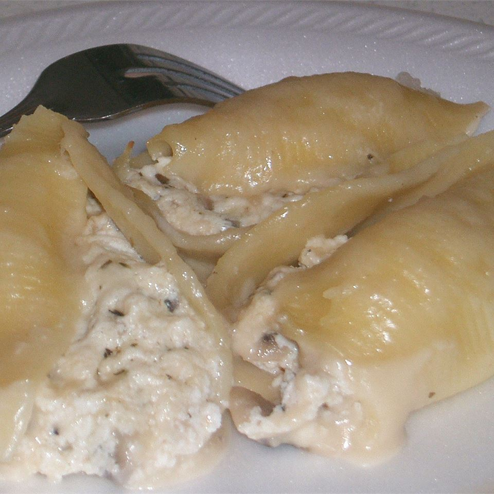 Chicken-Stuffed Shells with Sherry Sauce cakesnthings