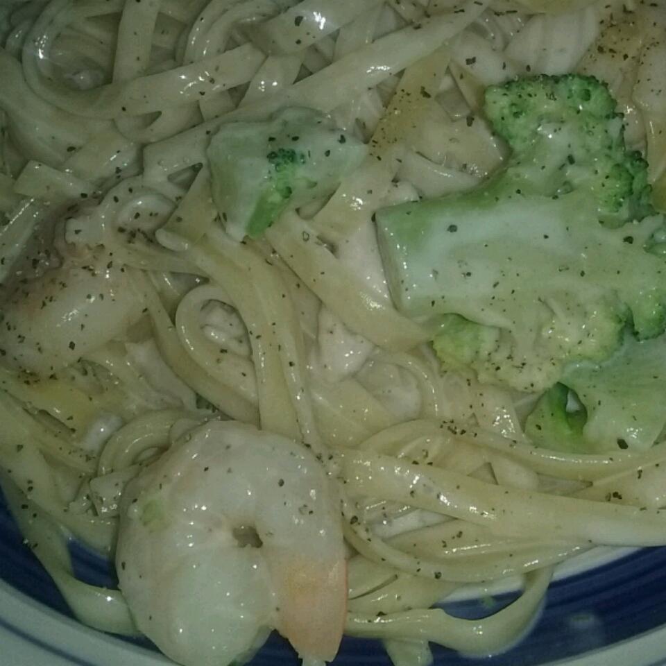 Chicken & Broccoli Alfredo with Fettuccine