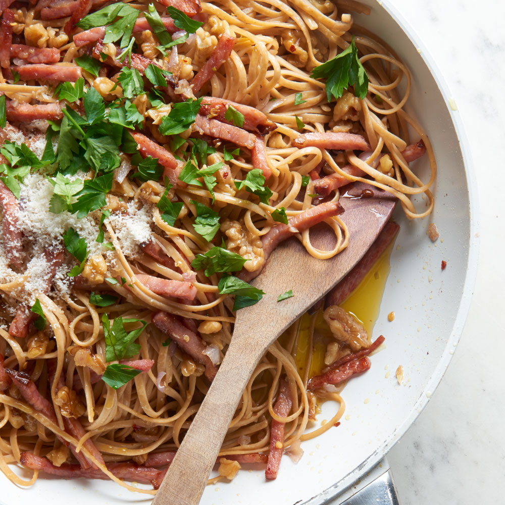 Walnut and Roasted Ham Linguine