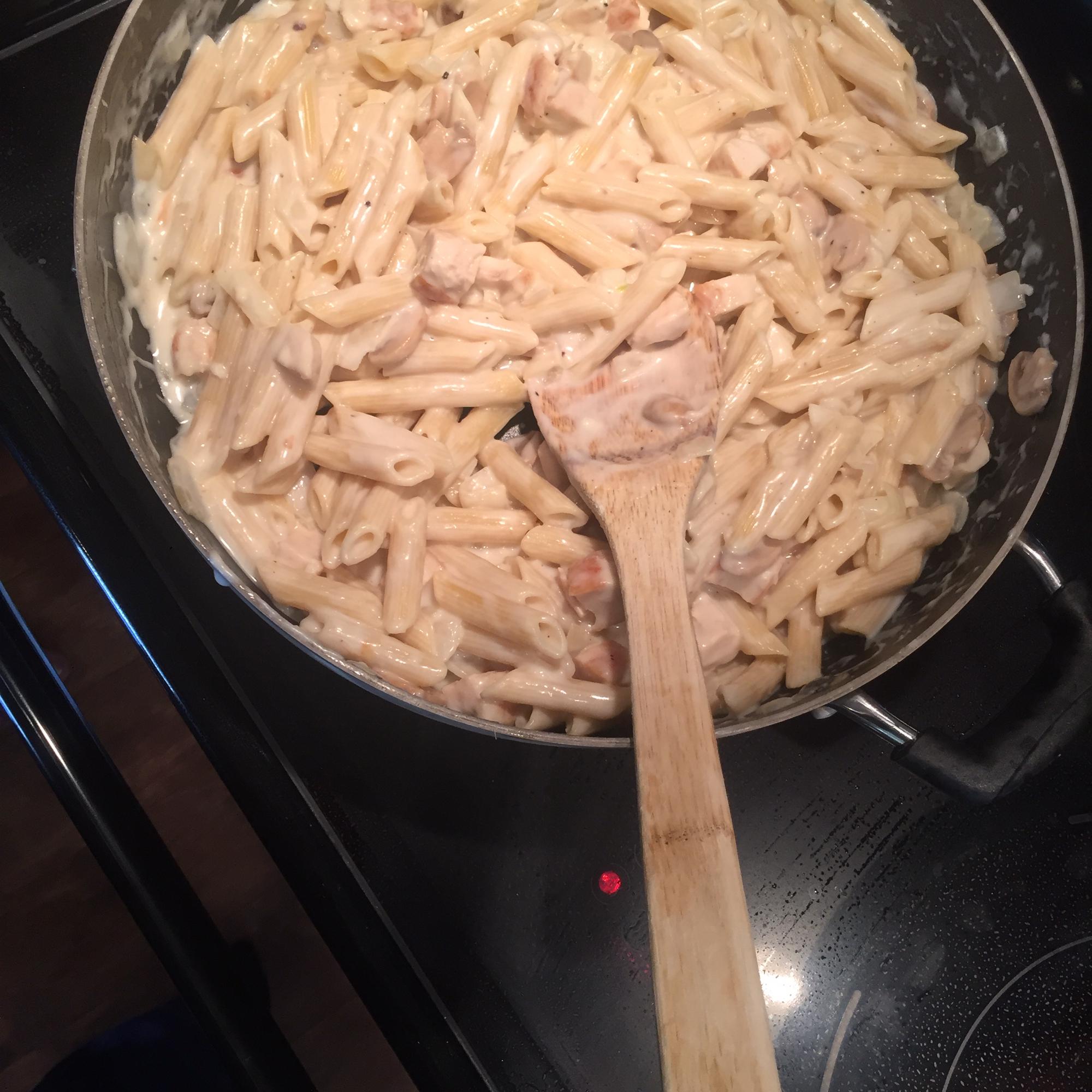 Creamy Garlic Chicken Pasta Fraser