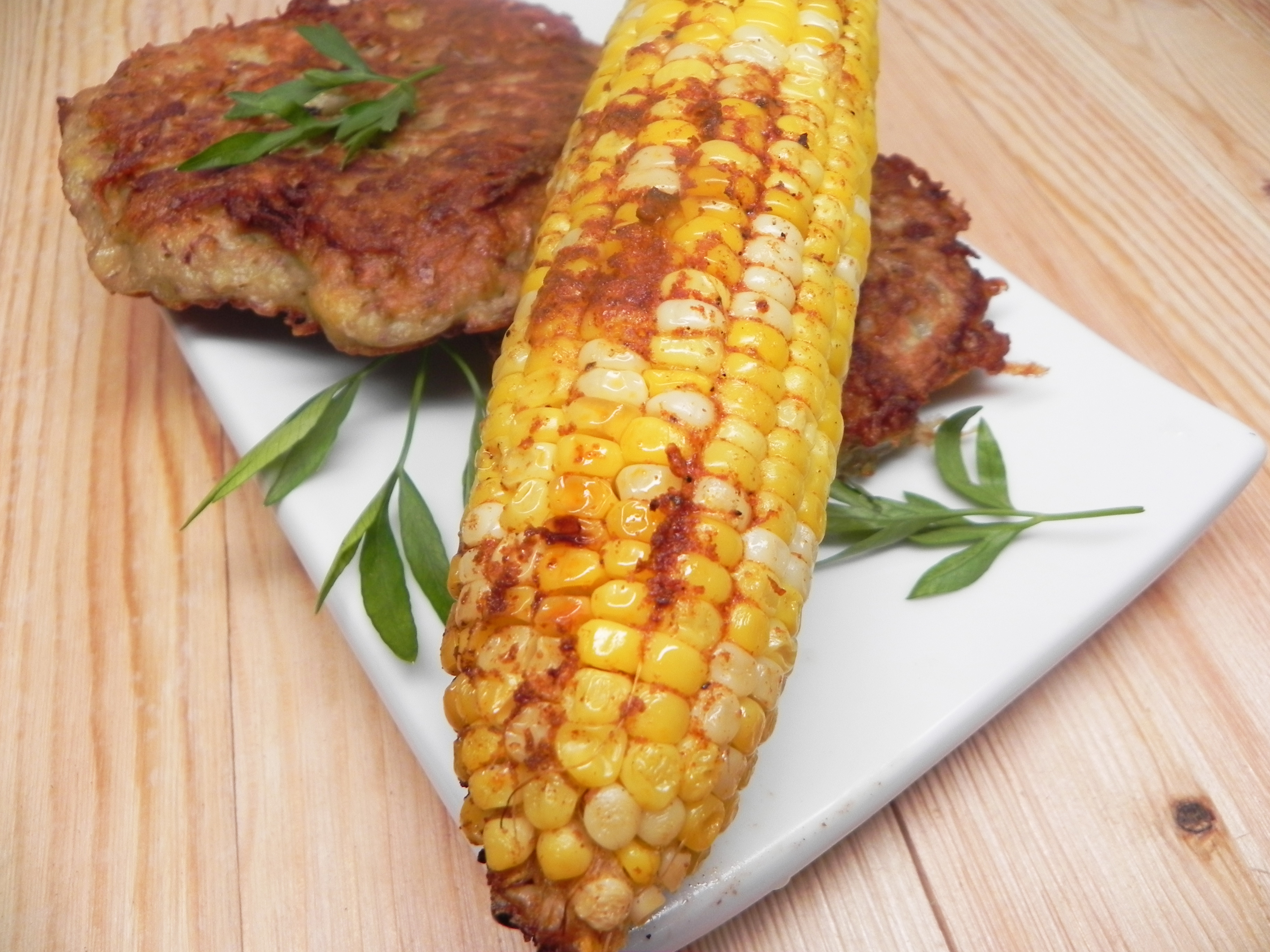 Beer-Boiled Corn on the Cob tender hands