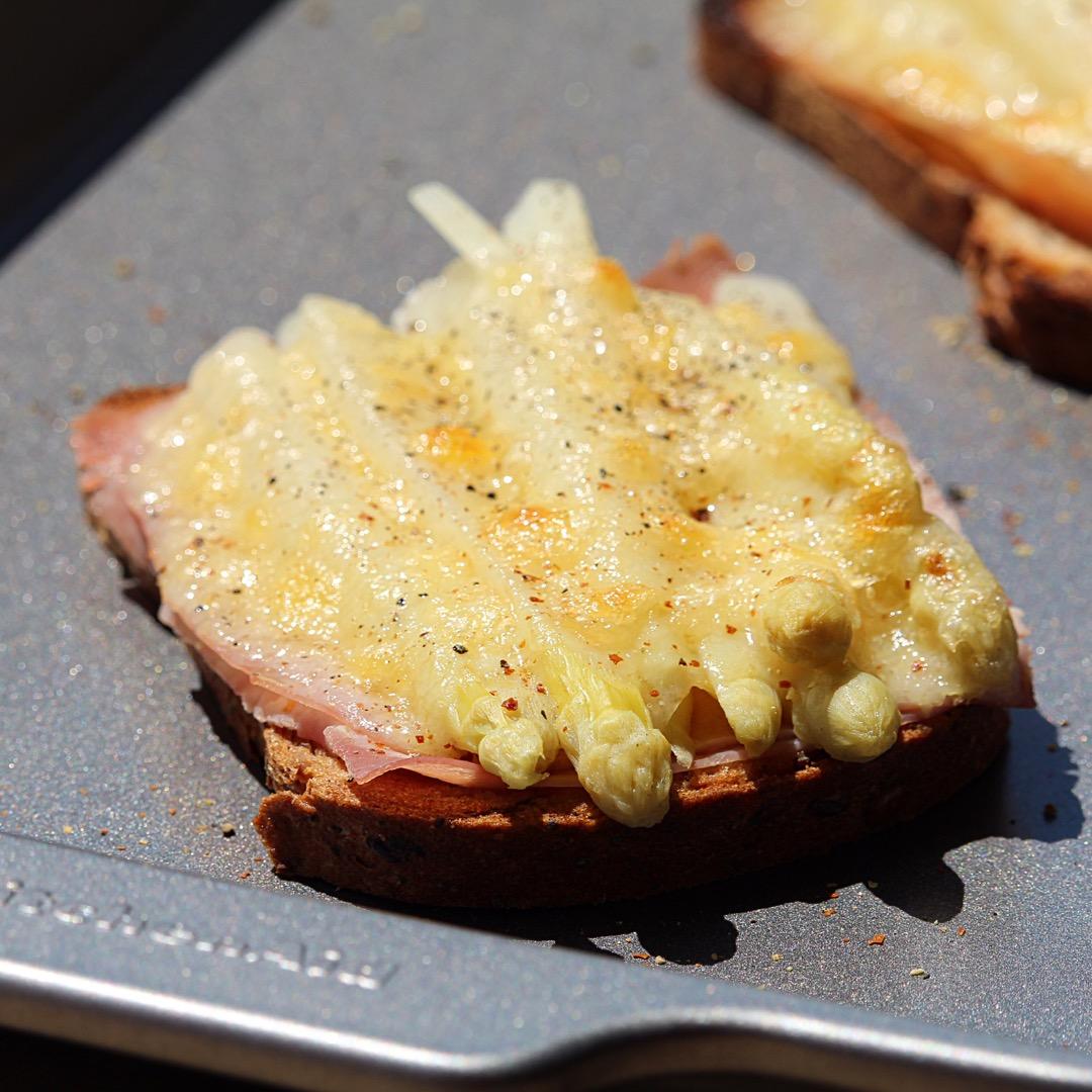 Überbackener Spargeltoast (White Asparagus on Toast)