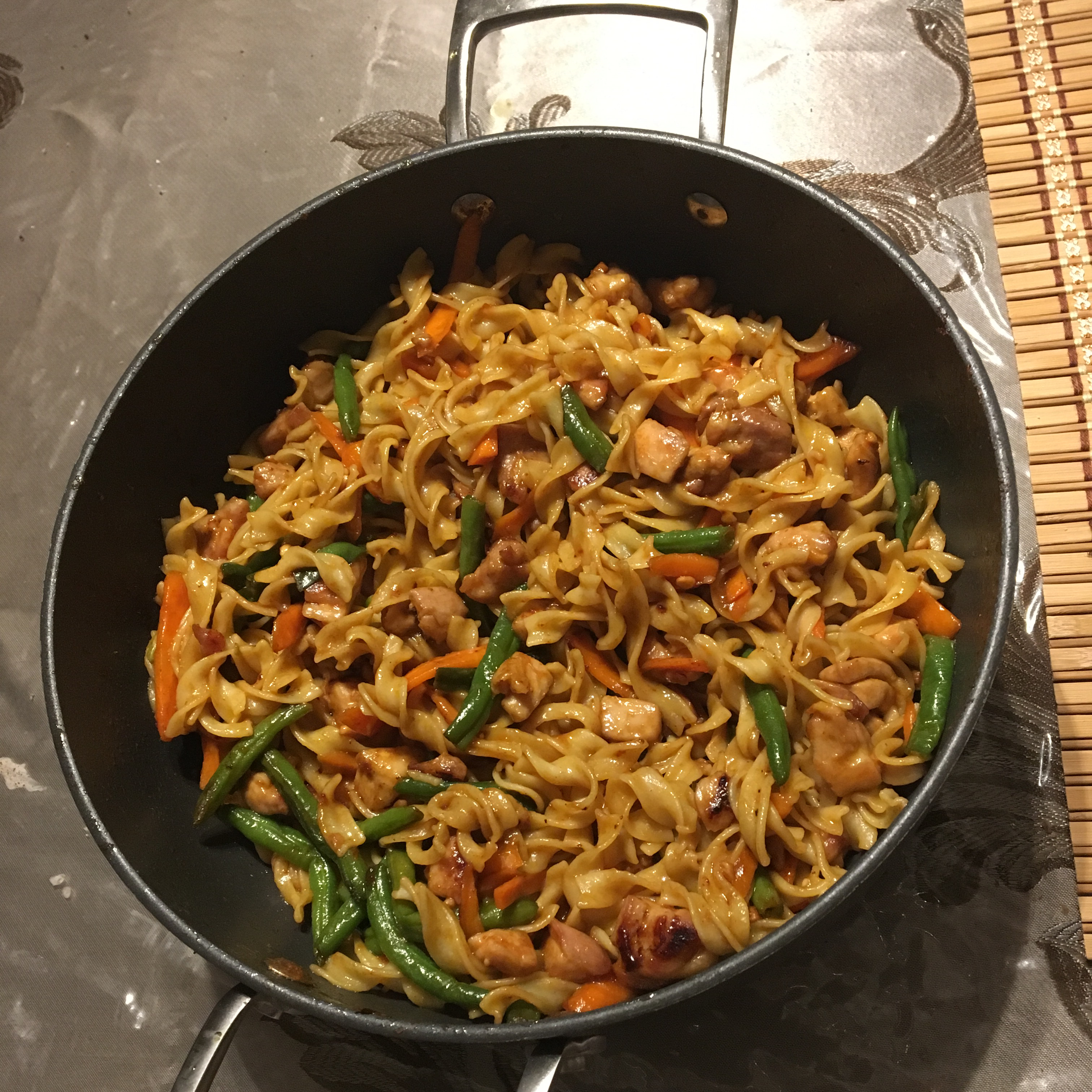 NO YOLKS(R) Asian Vegetables and Chicken in a Spicy Peanut Sauce