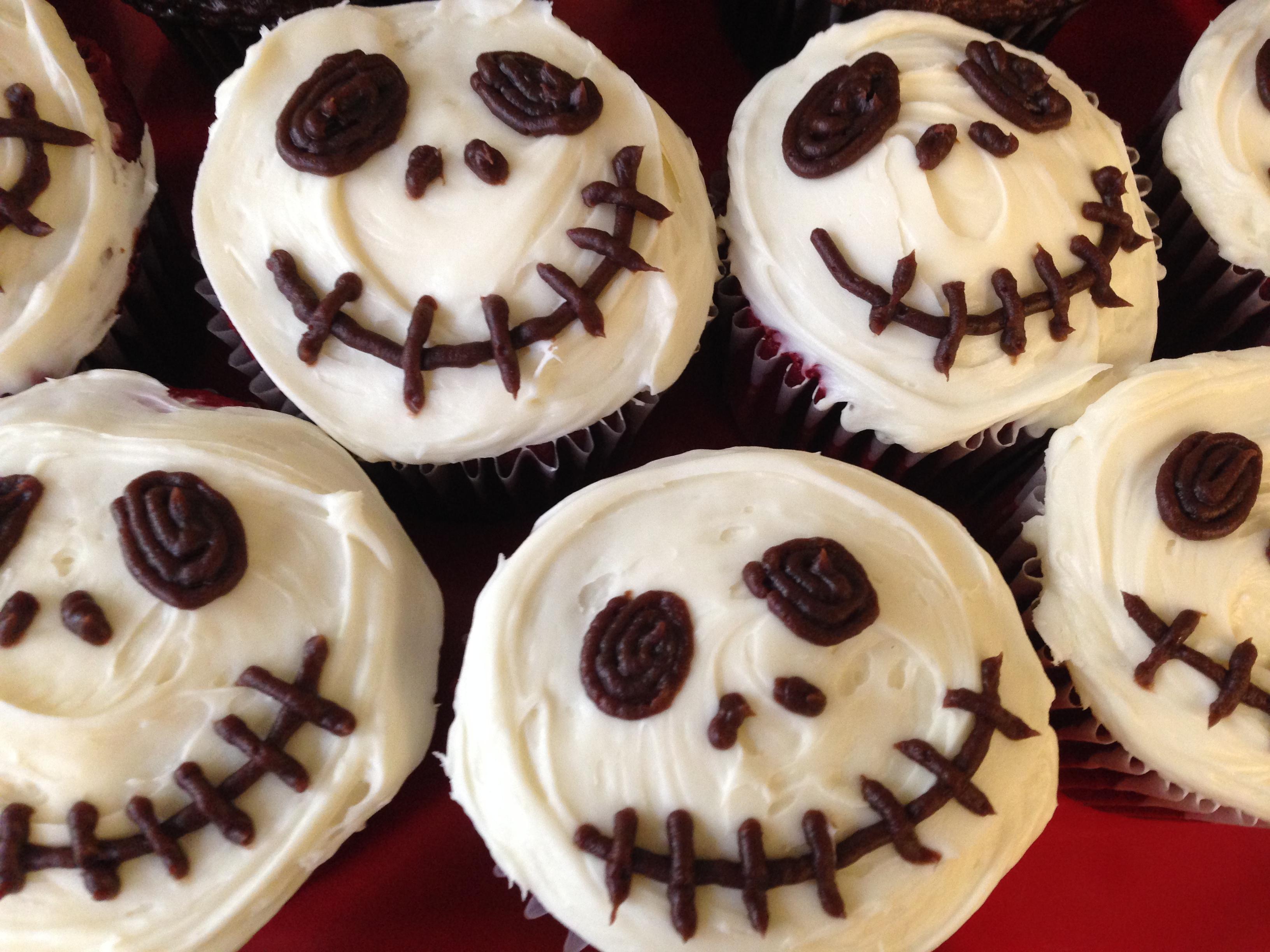 Creepy Halloween Skull Cupcakes