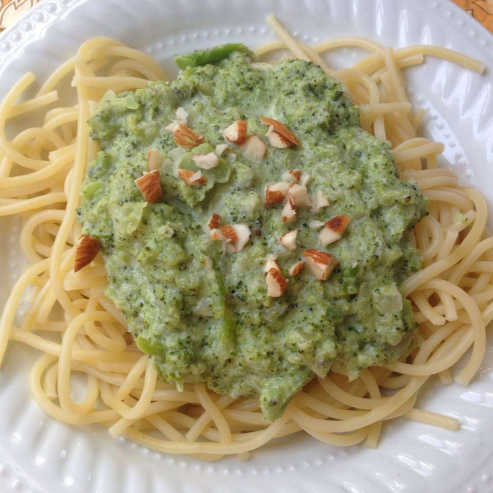 Vegetarian Whole Wheat Pasta with Broccoli and Gorgonzola