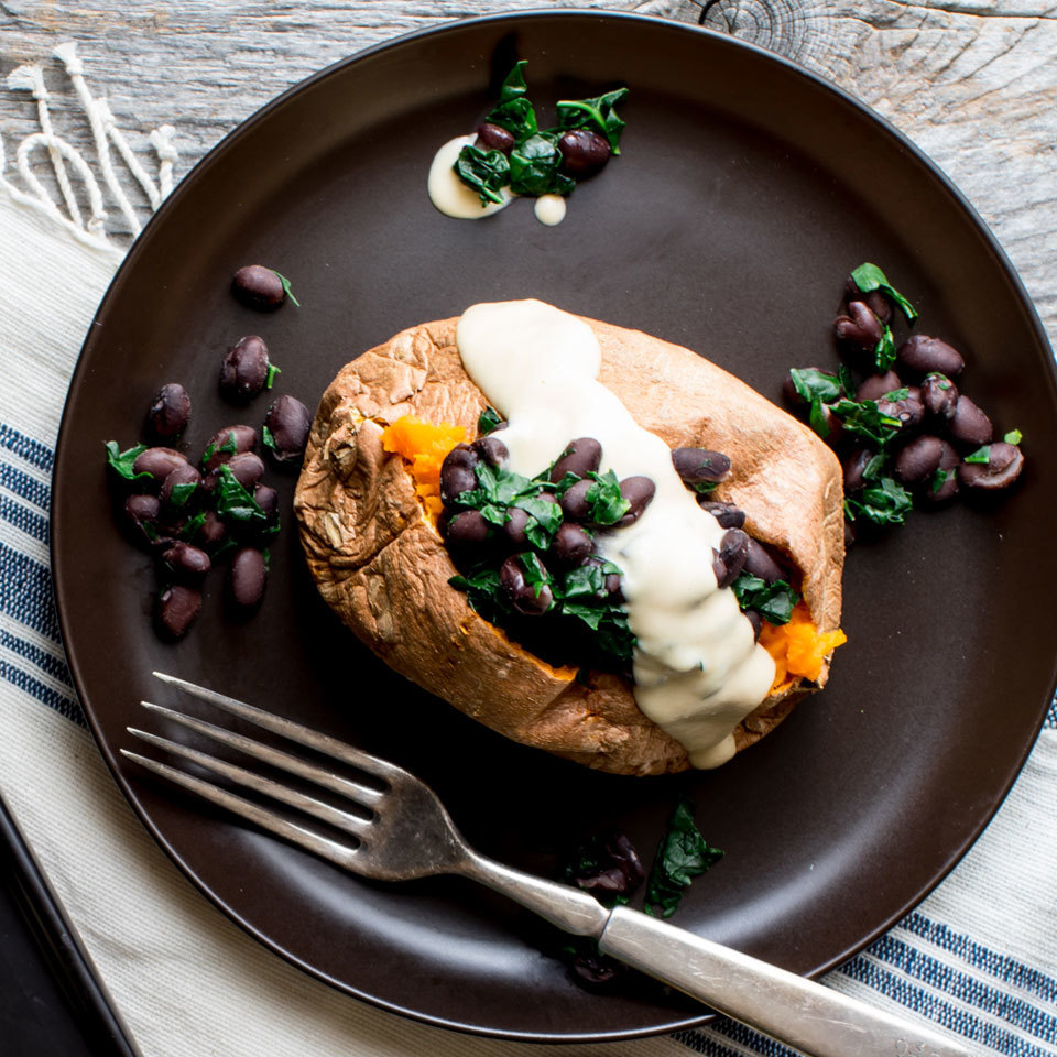 Hearty yet simple to prepare, this stuffed sweet potato with black beans, kale and hummus dressing is a fantastic 5-ingredient lunch for one!