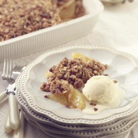 Old-Fashioned Apple-Nut Crisp