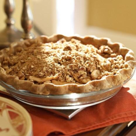 Oatmeal-Nut Crunch Apple Pie