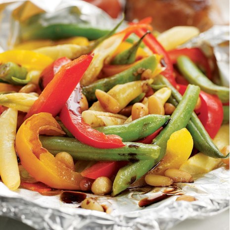 Packet-Roasted Balsamic Green Beans & Peppers