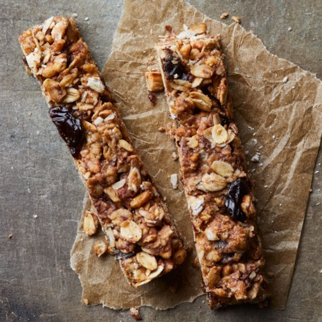 Cherry-Chocolate Chip Granola Bars