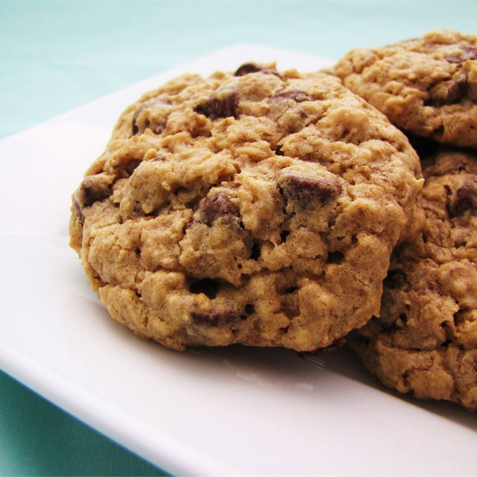 Chewy Chocolate Chip Oatmeal Cookies - Printer Friendly