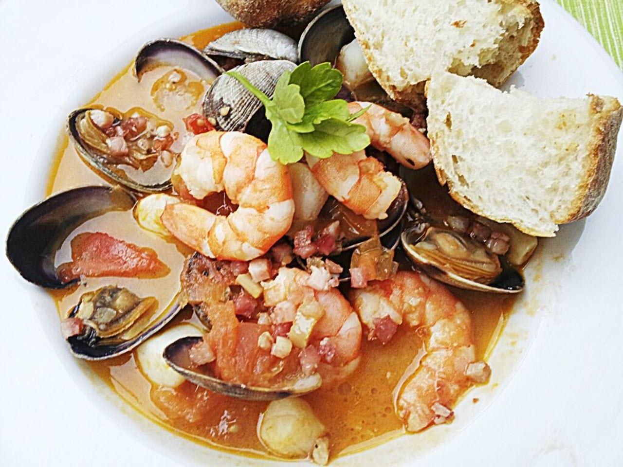Zuppa di Pesce e Frutti di Mare (Mediterranean Seafood Soup)
