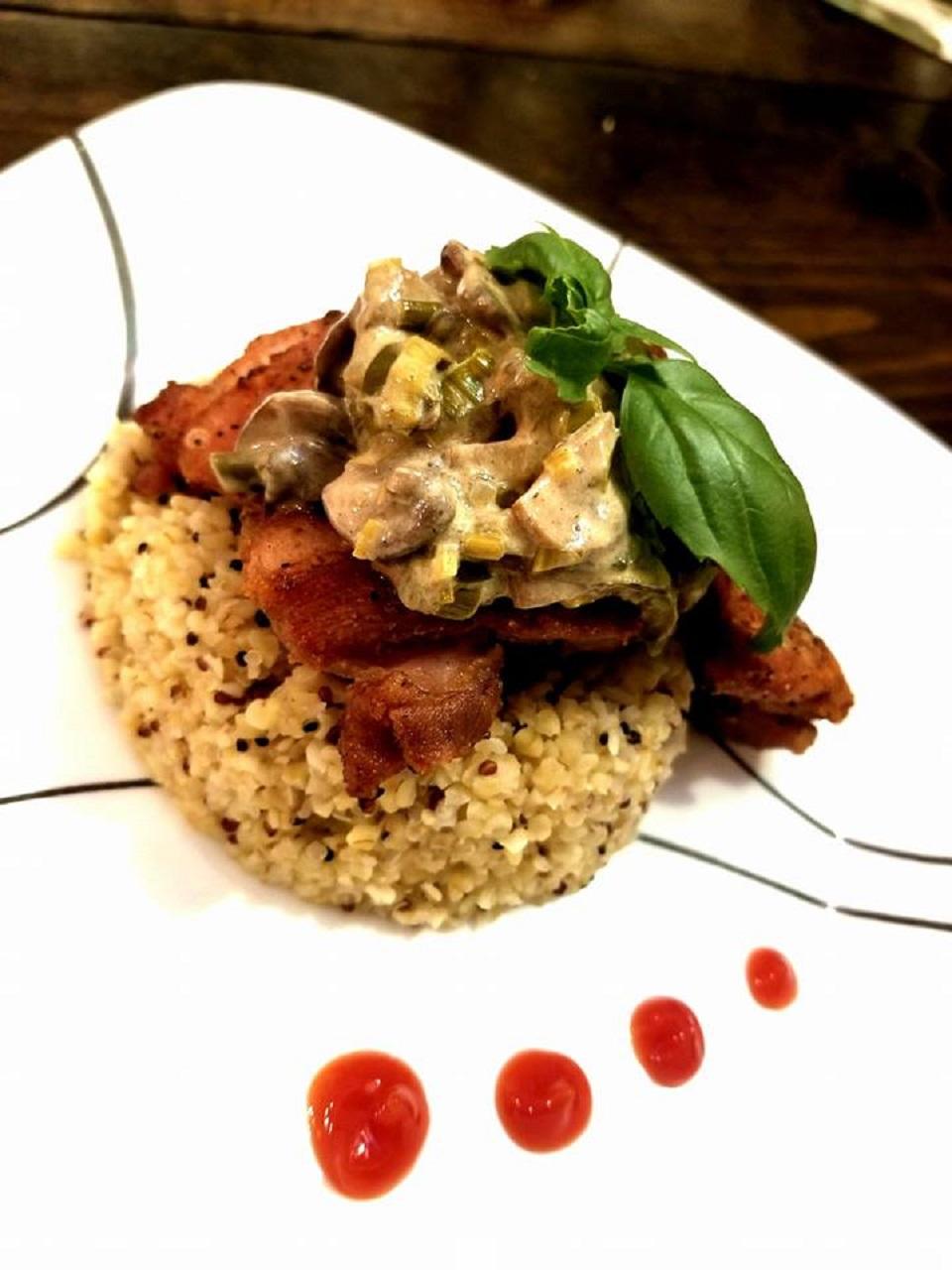 Chicken Thighs with Mushroom-Leek Sauce