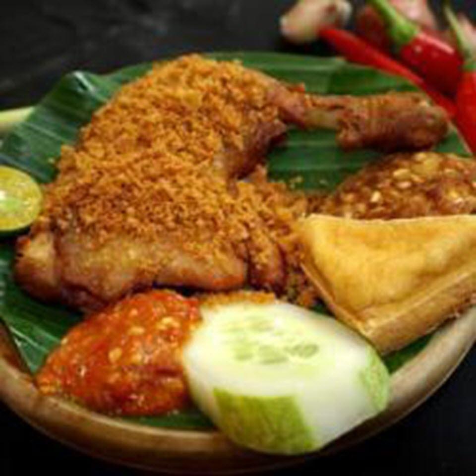 Ayam Penyet Pedas (Indonesian Spicy Penyet Chicken) deravi