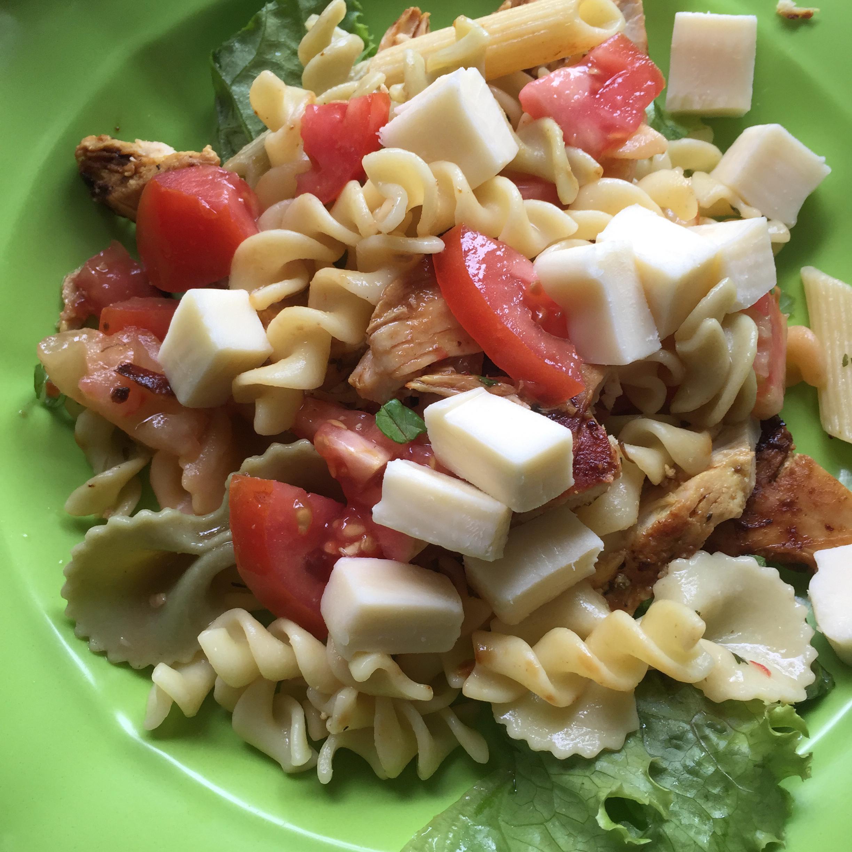 Grilled Chicken and Pasta Salad juanobit