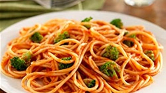 Spaghetti with Broccoli Florets and Traditional Sauce
